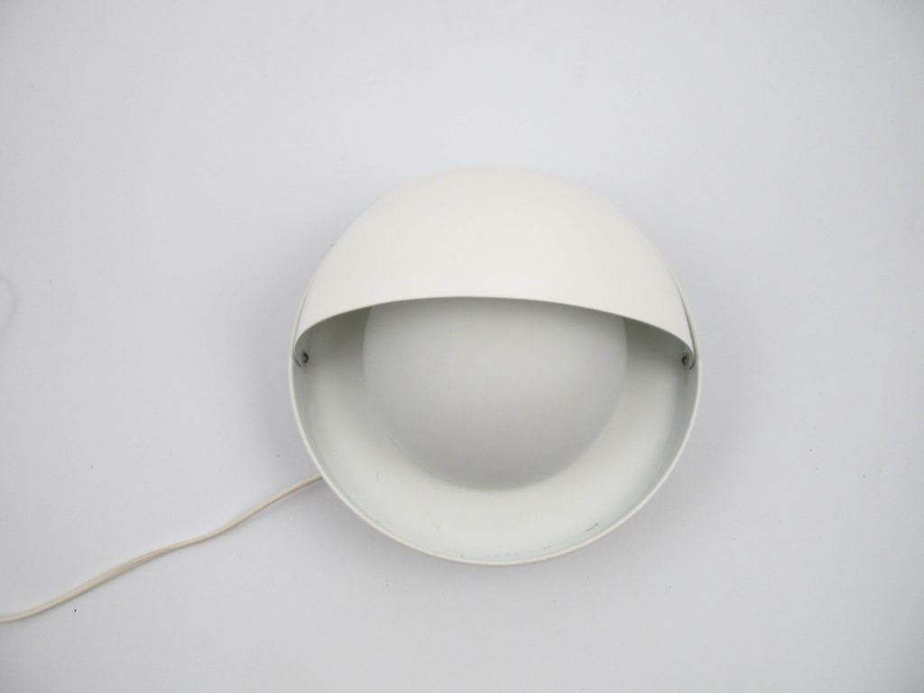 Dijkstra eclips white metal wall light with glass