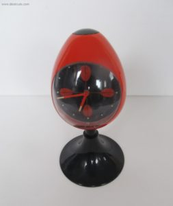 Clocks Blessing two jewels rhythm,Red alarm clock, black pedestal tulip shape, made in Germany. Space age era, made of plastic from the early 1970s