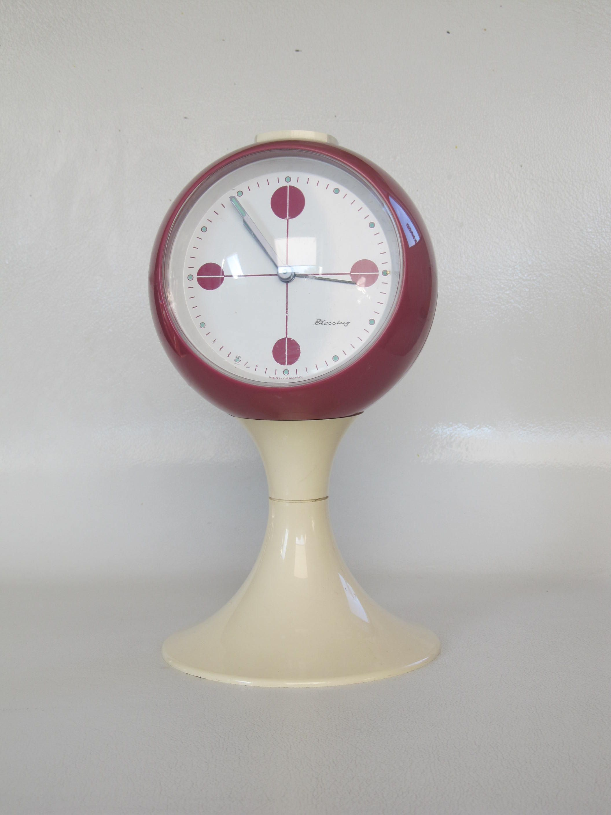 Magenta Alarm Clock German Blessing